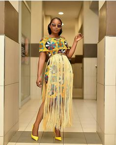 Who does not want to have a cute Short Ankara Styles? Most of the African ladies are never tired of wearing ankara print styles. African Wear Dresses, Latest African Fashion Dresses, African Print Fashion, Africa Fashion, African Attire, African Prints, Nigerian Fashion, Ankara Fashion, African Fabric