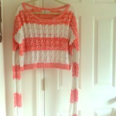 Abercrombie and Fitch crop sweater Long sleeve sweater. Crop top. Abercrombie & Fitch Sweaters Crew & Scoop Necks