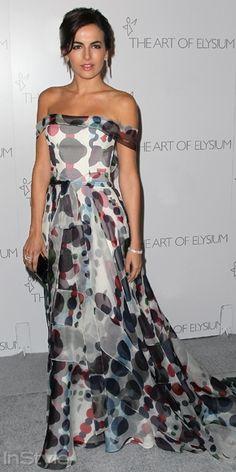 Art of Elysium Heaven Gala`ya katılan Camilla Belle, Carolina Herrera elbisesini Jimmy Choo portföyle tamamladı.