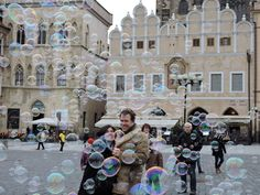 ITAP of a couple surrounded by bubbles in Prague http://ift.tt/2n2itj1