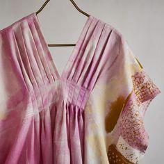 Linen Made in Japan mediumweight linen 厚亞麻 fabric width: fabric length (per unit ordered): meter) =========Information========= fabric width: = yard .If you need 1 meter of fabric or more, we will send you the fabric in one piece. Designer Kurtis, Kimono Fashion, Boho Fashion, Kaftan Designs, Diwali Outfits, Night Gown Dress, Mode Kimono, Mode Boho, Girls Blouse