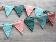 I love felt! This is too cute! Blogged by Rachel Denbow at Smile and Wave for No Ordinary Mommy. :)