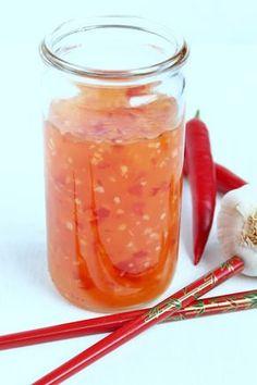 Eine wunderbare süß – mildscharfe Chilisoße, die auf keiner Grillparty fehlen darf. Sie passt auch hervorragend zu Frühlingsrollen, gebackener Hähnchenbrust und zu asiatischen Nudel- oder Re…