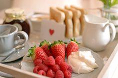 Este año he querido hacer algo sencillo para San Valentín , un desayuno en la cama  muy fácil de preparar, para que cualquiera pueda sorpre...