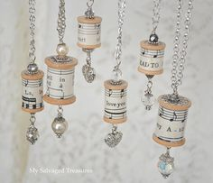 I just about fell over at the simplicity of this - I'm thinking Xmas ornaments! Via My Salvaged Treasures: Spool Ornaments or Spool Necklaces Wooden Spool Crafts, Wooden Spools, Cork Crafts, Christmas Projects, Holiday Crafts, All Things Christmas, Christmas Holidays, Christmas Music, Christmas Tree
