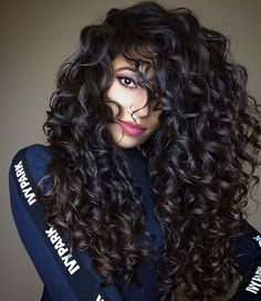 is How Ayesha Styles Her Long Wavy Hair Ayesha shares her secret trick for getting volume despite her long hair.Ayesha shares her secret trick for getting volume despite her long hair. Natural Wavy Hair, Long Curly Hair, Big Hair, Natural Hair Styles, Curly Girl, Curly Hair Layers, Big Curls For Long Hair, Curly Hair Styles, Curly Hair Tips