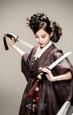 Check out SNSD SeoHyun's BTS pictures from the pictorial of 'Moon Lovers: Scarlet Heart Ryeo' Korean Hanbok, Korean Dress, Korean Outfits, Snsd, Seohyun, Korean Traditional Clothes, Traditional Dresses, Geisha, Scarlet Heart Ryeo