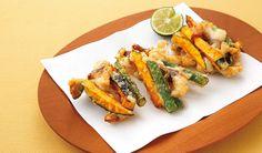 塩サバと野菜の簡単かき揚げ 材料(3人分・9個分) 塩サバ・・・1枚(200g) かぼちゃ・・・100g さやいんげん・・・4本 片栗粉・・・大さじ3 卵白・・・1個分 揚げ油・・・適量 すだち(あれば)・・・適量