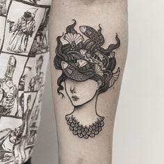 Tatuagem feita por Loiz de Curitiba. Menina com peixinhos na cabeça para o Walkir! Muito obrigada por ter me dado a oportunidade de fazer esse trabalho!! Curti muito!!