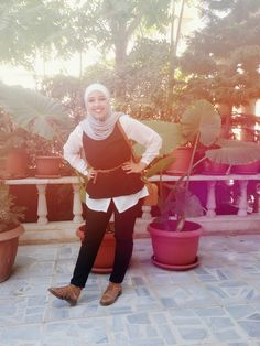 A cute look by:Lelyan Al-braisah . #black#white#brown#hijab#fashion#silver.
