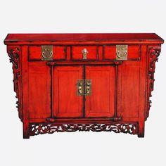 Rote asiatische Kommode mit wunderschönen Schnitzereien. Die Altar Kommode aus China ist ein echter Blickfang in jedem Raum. Shabby, Altar, Buffet, China, Cabinet, Storage, Furniture, Home Decor, Chinese Furniture