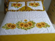 Bed Sheet Painting Design, Fabric Painting, Sewing Pillows, Hand Embroidery Patterns, Paint Designs, Bed Sheets, Bed Pillows, Diy And Crafts, Hand Painted