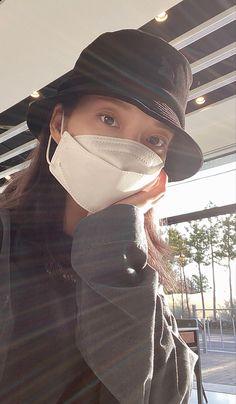 Kpop Girl Groups, Kpop Girls, Riding Helmets, Bucket Hat, Hats, Fashion, Moda, Bob, Hat
