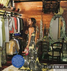 O closet de Olivia Wilde- Im falling in love with that colossal mirrored vanity