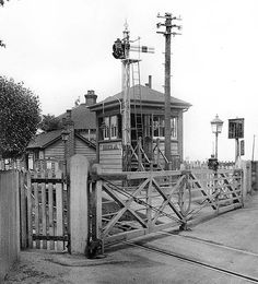 Old Train Station, Train Stations, Side Gates, Disused Stations, Southern Railways, Gas Lights, British Rail, Old Trains, London Transport