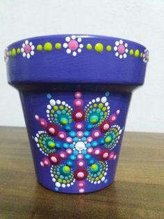 Macetero Flower Pot Art, Flower Pot Design, Flower Pot Crafts, Clay Pot Crafts, Cactus Flower, Painted Clay Pots, Painted Flower Pots, Dot Art Painting, Stone Painting