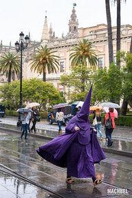 Escapando de la lluvia Semana Santa Sevilla