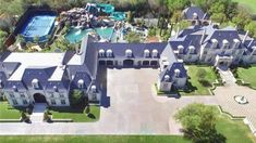 Massive castle with water park indoor basketball court gym and more for sale in Dallas Texas. Mansion Bedroom, Mansion Interior, Big Mansions, Mansions Homes, Dream Mansion, Luxury Homes Dream Houses, Modern Mansion, Casa Real, Dream House Exterior