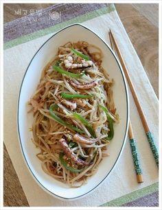 디톡스와 다이어트를 한번에 해결한...오징어 숙주볶음, 숙주볶음 – 레시피   Daum 요리 Asian Recipes, Healthy Recipes, Ethnic Recipes, Vegetable Seasoning, Korean Food, Kimchi, Food Plating, Junk Food, Japanese Food