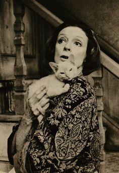 Maggie Smith e gato manhoso.