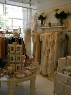 Where is PENNIES Vintage Shop? It looks so dreamy!