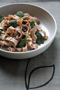 Tagliatelle di farina di castagne con gorgonzola e spinacini