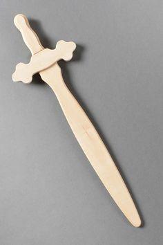Déguisement pour garçon - chevalier - épée en bois