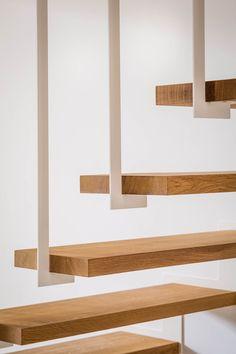 Jo-a : Escalier : Up, l'escalier suspendu