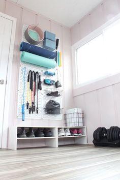 Home Gym Garage, Diy Home Gym, Gym Room At Home, Home Gym Decor, Basement Gym, Best Home Gym, Home Gym Set, Home Yoga Room, Garage Entry