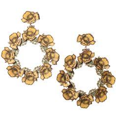 Pendientes de flamenca originales en forma de aro realizados a base de pequeñas flores de esmalte veneciano en color amarillo. Serie Gitanillas'.