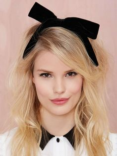 Perfect accessory for the holidays // Nasty Gal Bow Out Velvet Headband
