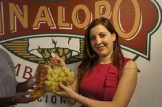 Estrella comercializa para Navidad un set de 12 uvas con oro comestible. Para los que no les afecte la Prima de Riesgo. ;)    #grape #recetas #uva #vinalopo #denominacion de origen #spain #alicante