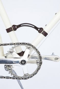 Another great bicycle product by Walnut Studiolo. The stylish Bicycle Frame Handle was designed for commuters, making it easier to carry your bike. Because it is placed at a lower grab point, it lowers the center of gravity making your bike feel easi Garage Hooks, Leather Bicycle, Bike Style, Bike Frame, Cool Bicycles, Bicycle Design, Bicycle Accessories, Trains, Etsy