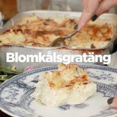 BLOMKÅLSGRATÄNG (bacon) RECEPT: 1 blomkål buketter & stam 2 dl crème fraîche⠀ 2 dl mjölk⠀ 1 vitlöksklyfta pressad 1,5 msk majsstärkelse⠀ 1 liten purjolök strimlad 2 msk hackad persilja⠀ *250g riven ost* Salt⠀ Peppar ••• Förväll blomkål purjolök; knappt genomkokt. Sila. Vispa fraîche, mjölk, s&p, persilja, majsstärkelse, vitlök med lite ost. Lägg kål i form, häll på mjölkblandning. Strö över ost. gratinera gratäng 225° 35min; fin färg, mjuk och krämig.