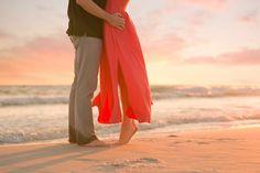 70 ideas for photography beach ideas sunsets engagement photos Couple Beach Pictures, Honeymoon Pictures, Beach Family Photos, Beach Photos, Sunset Pictures, Family Pictures, Wedding Photography Props, Sunset Photography, Wedding Photography Inspiration