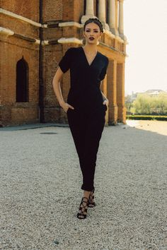 Photo: Simona Naciadis MUA: Ioana Oprea Hair: Anca Ivanov Model: Denisa (MRA)  SHOP: www.theitem.co