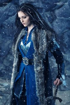 Ok, I totally want to wear this to the next premiere. Women's Thorin costume!