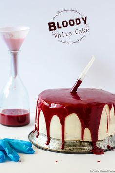 Bloody White Cake with Raspberry Jam This bloody white cake is the perfect addition to your Halloween party. This white cake with raspberry jam and red velvet ganache is as delicious as it is gory! Halloween Desserts, Spooky Halloween Cakes, Bolo Halloween, Halloween Torte, Halloween Backen, Pasteles Halloween, Halloween Dinner, Halloween Dessert Table, Best Dessert Recipes