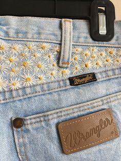 Vintage Wrangler Jeans with Hand Embroidered Daisies Hippie Boho Embroidery … - Stickerei Ideen Embroidery On Clothes, Embroidered Clothes, Diy Embroidery, Vintage Embroidery, Embroidery Designs, Embroidery On Denim, Flower Embroidered Jeans, Embroidery Fashion, Japanese Embroidery