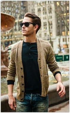 Feel like this would look better with a v-neck – the-suit-man: Mens fashion inspiration for spring & summer ! Feel like this would look better with a v-neck – the-suit-man: Mens fashion inspiration for spring & summer ! Fashion Mode, Suit Fashion, Look Fashion, Winter Fashion, Cardigan Fashion, Fashion Trends, Fashion Ideas, Fashion Outfits, Office Fashion