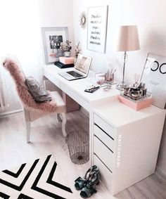 31 White Home Office Ideas To Make Your Life Easier; home office idea;Home Office Organization Tips; chic home office. Source by liatsybeauty Cozy Home Office, Home Office Space, Home Office Design, Home Office Decor, Office Designs, Office Spaces, Interior Office, Pink Office Decor, Work Spaces