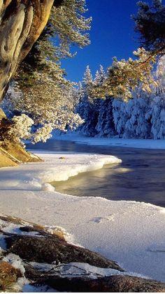 Winter scenery at the Dal River in Dalarna, Sweden • photo: via sreeejith on Flickr