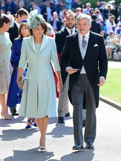 Carole Middleton and Michael Middleton arrive at St George's Chapel at Windsor Castle before the wedding of Prince Harry to Meghan Markle on May 2018 in Windsor, England. Prince Harry Wedding, Harry And Meghan Wedding, Meghan Markle Wedding, Carole Middleton, Middleton Family, Royal Wedding Outfits, Royal Weddings, Wedding Dress, Estilo Real