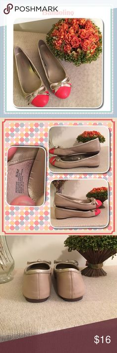 💕 Bandolino size 8 1/2 flats 💕 💕 Bandolino size 8 1/2 flats 💕 so cute but 8 1/2s are just too small for me. I've worn them several times as you can see from soles of shoes but otherwise in pretty good contain. Comfortable too. Ivory/khaki color kinda satiny looking with orange on toe parts Bandolino Shoes Flats & Loafers