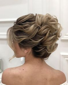 Mother Of The Bride (or Groom) Hairstyles [2021 Guide] ★ mother of the bride hairstyles elegant wavy updo zuhra_stylist Curly Hair Styles, Medium Hair Styles, Curly Updos For Medium Hair, Long Curly, Wavy Updo, Mother Of The Groom Hairstyles, Mother Of The Bride Hair Short, Mother Bride, Mother Mother