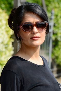 Salma Hayek visits the Biennale in Venice, May Salma Hayek Images, Salma Hayek Pictures, Aging Gracefully, Bikini Fashion, Party Fashion, Sunglasses Women, Singer, Photoshoot, Actresses