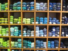 Wollsorten bei lalaine Diy Shops, Craft Shop, Blueberry, Berlin, Fruit, Crafts, Branding, Berry, Manualidades