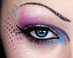 Add some sparkle to your eye with this tutorial forDIY glitter eyeliner!(via beautylish,imageshack)