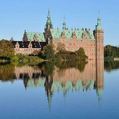 niverod0712 #FredensborgCastle #frederiksborg #christian4 #c4 #mirror #castle #Danish #Denmark #Hillerød #lake #bluesky #heaven