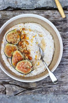 Raw buckwheat porridge with cashews and walnuts. Flavored with fresh figs, vanilla, orange zest and almond milk. Raw, vegan and gluten free. Fig Recipes, Raw Food Recipes, Brunch Recipes, Cooking Recipes, Cooking Tips, Freezer Recipes, Freezer Cooking, Drink Recipes, Healthy Desayunos